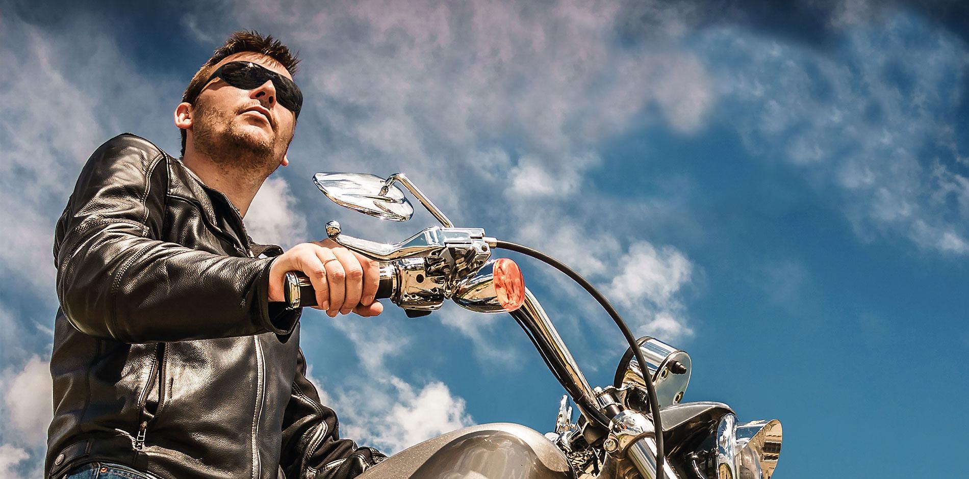 Homme portant les lunettes moto Eyeful